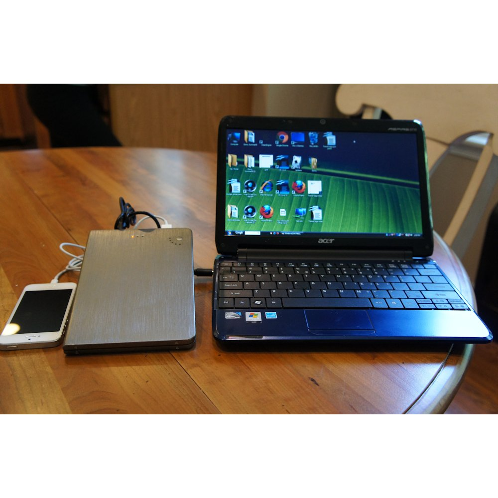 SunStash External Battery Pack with laptop charge tips